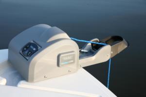 TRAC Deckboat 40 AutoDeploy Gen 3 . Elektryczna winda kotwiczna, wciągarka kotwicy